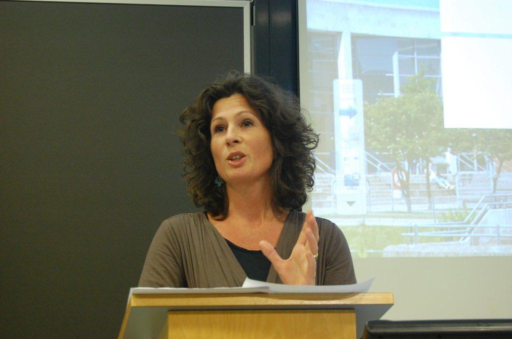Louise Mønster ser Rimbereids interesse for stedet som en motreaksjon mot den økende globaliseringen. Foto: Arne Borge