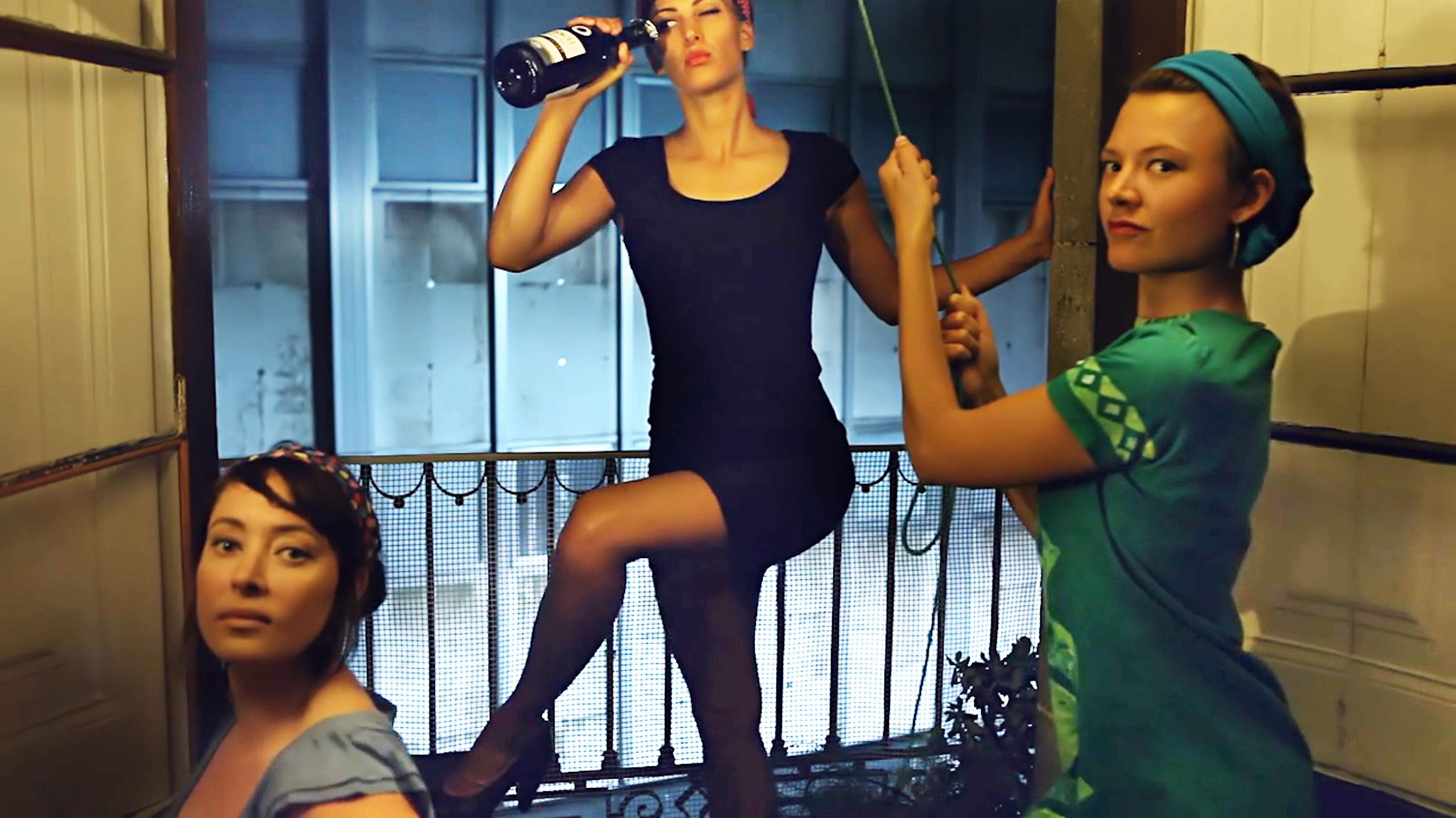 Under Barcelonas korta kjol av Clara Olausson.