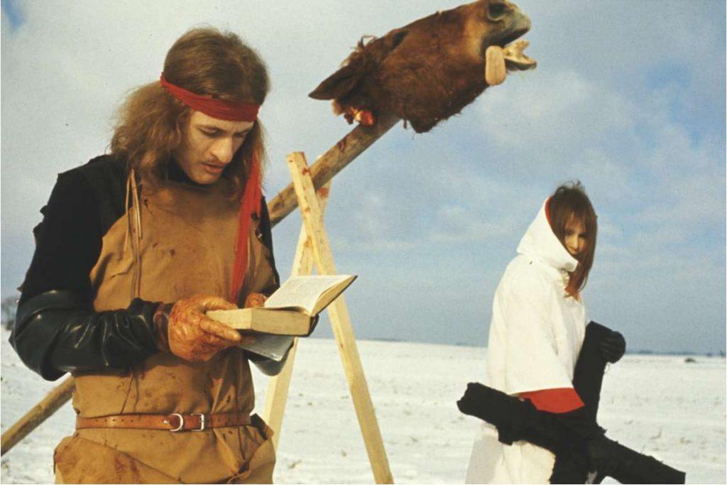 Stillbilde fra Bjørn Nørrgaards Hesteofringen (1970).
