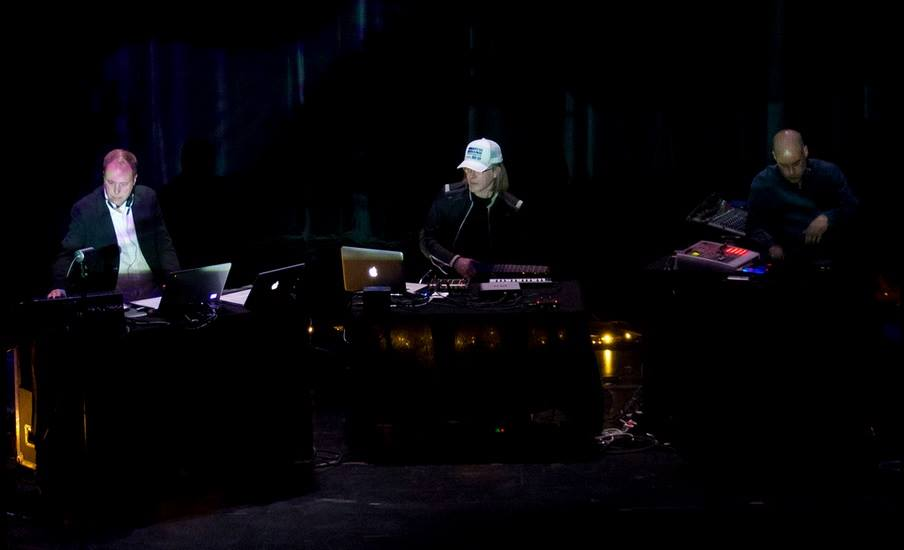«Plight & Premonition», Agder Teater, 2011. Erik Honoré, David Sylvian, Jan Bang. Foto: Alf Solbakken
