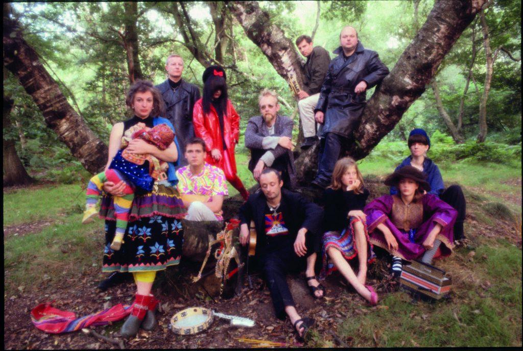 Earth Covers Earth promo session i Hampstead Heath, 1987. Foto: Courtesy Ruth Bayer.