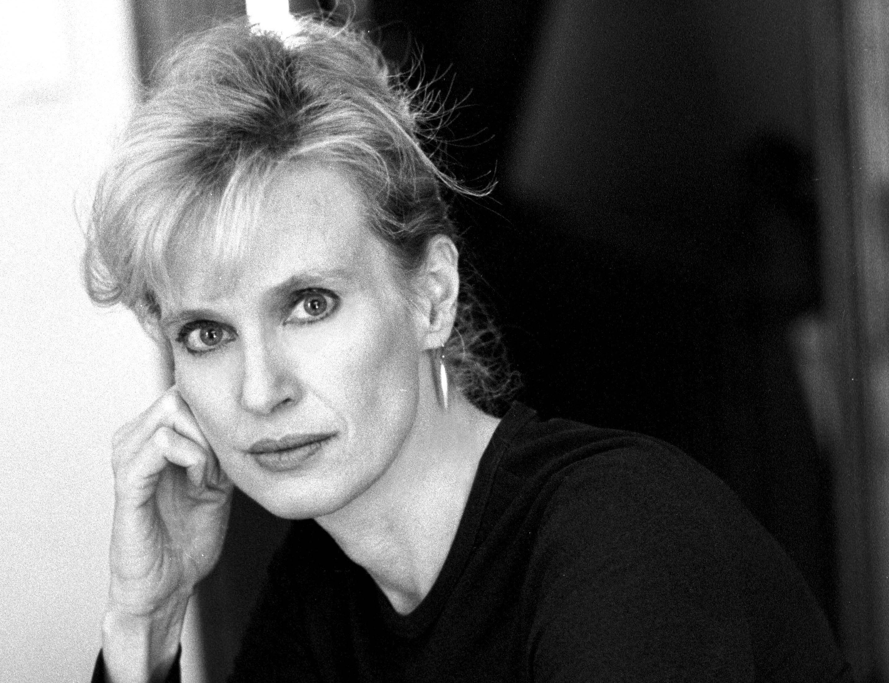siri hustvedt essays According to the american novelist siri hustvedt her second essay collection is a large and wide-ranging volume that looks from almost every possible angle.